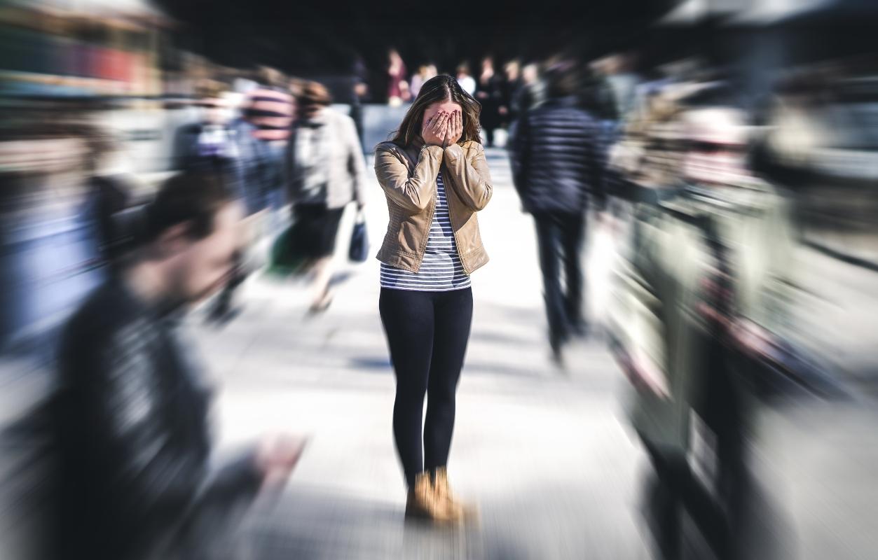 ataques de pánico: qué es, qué hacer, síntomas, causas y tratamientos