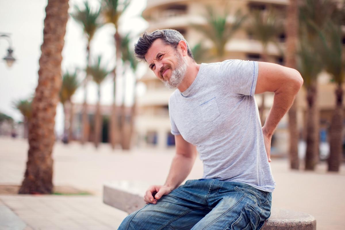golpe de bruja; qué es, causas, síntomas, tratamiento y prevención con ejercicios
