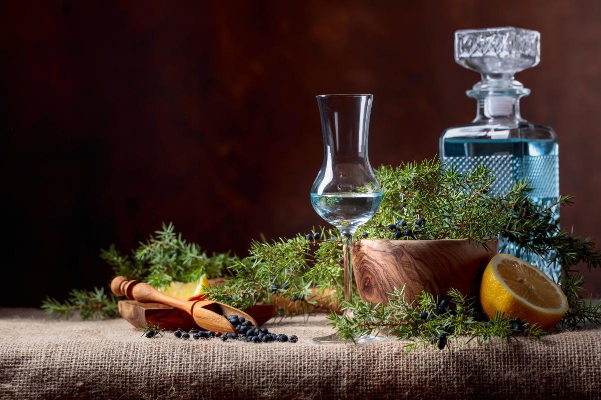 enebro y bebidas alcohólicas